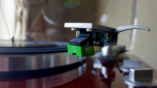 A vinyl stylus to play a record